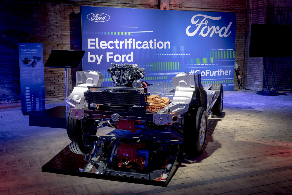2019_FORD_GOFURTHER_4_AT_THE_SHOW-167